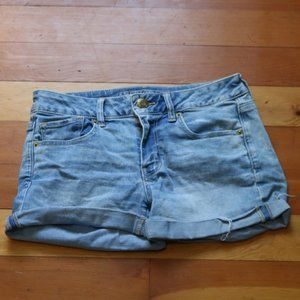 American Eagle light wash shorts